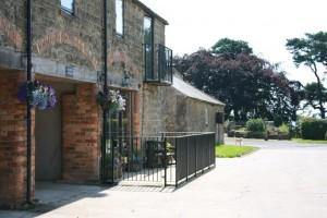 Granary cottage outside sidewaysb (1)